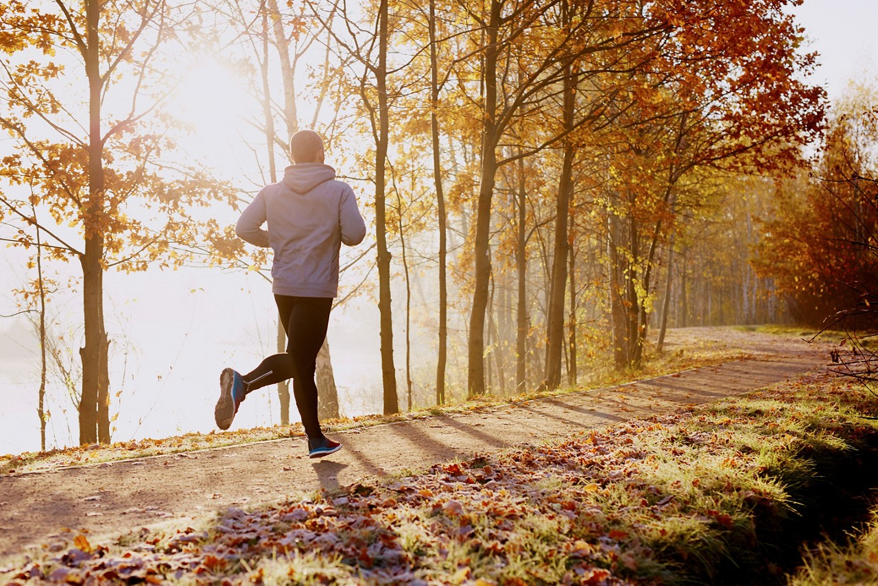 man_running_in_park_in_autumn