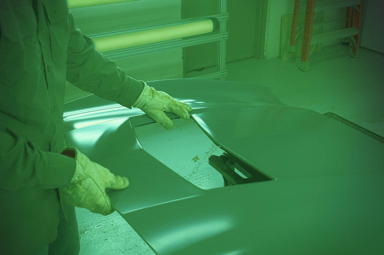 Detection of Surface Imperfections with Green LED Lighting